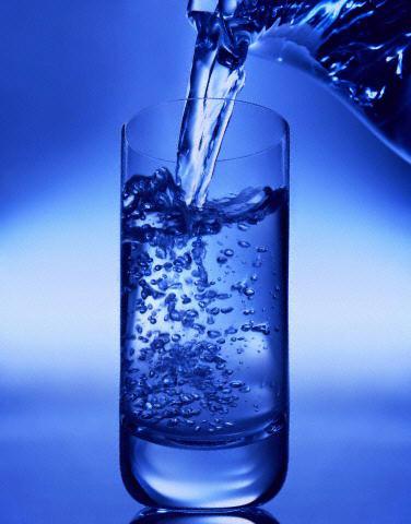 ดื่มน้ำอย่างน้อยวันละ 8 แก้วต่อวัน